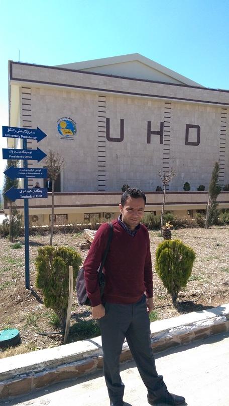 Dr. Ahmed Omar Bali auf dem Campus der UHD.